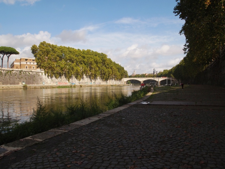 A nice Fall walk along the Tiber.