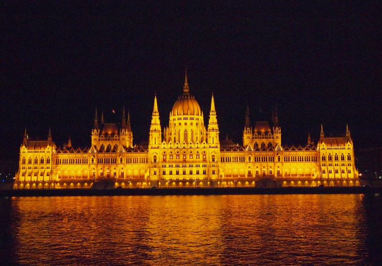 And lastly, the icon of Budapest at night - the Hungarian Parliament Building, in all its sparkling splendor.