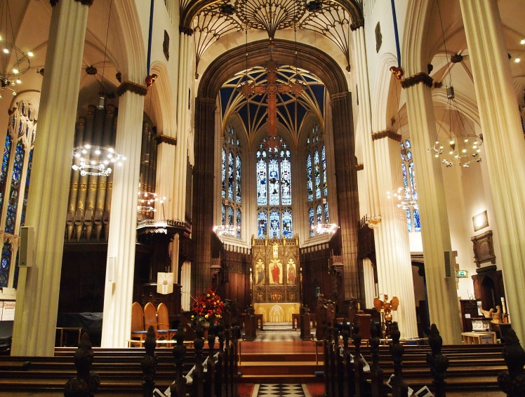 On the way to the village, we stopped in the Scottish Episcopal Church of Edinburgh. It was so pretty!